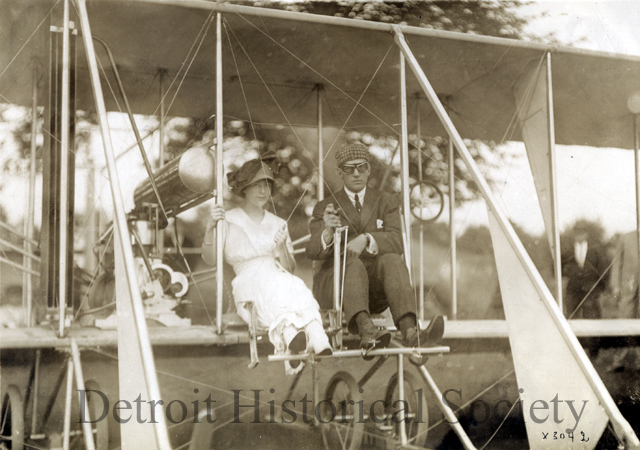 1911 : Aero Club of Grosse Point Farms Holds Aviation Meet; Records Set